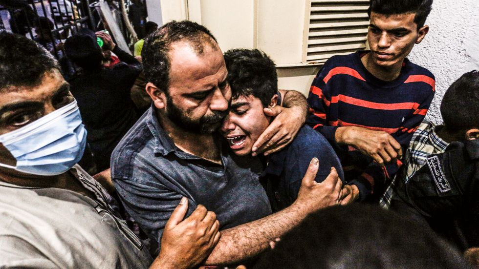 """Israels premiärminister Benjamin Netanyahu beskrev utvecklingen under måndagen som att """"palestinierna passerat en gräns"""" med sin inledande beskjutning och att Israel ämnar svara med """"stor kraft."""""""