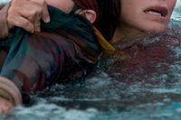 """Julian Edwards och Sandra Bullock i """"Bird box""""."""