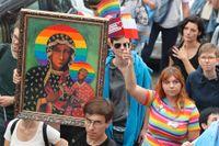 Den 10 augusti hölls den första prideparaden i Plock i centrala Polen. Aktivister höll då upp den omtvistade bilden på den svarta Madonnan – iklädd en regnbågsgloria.