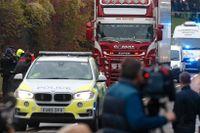 Polisen kört bort den lastbil där 39 döda passagerare hittades under tisdagen.