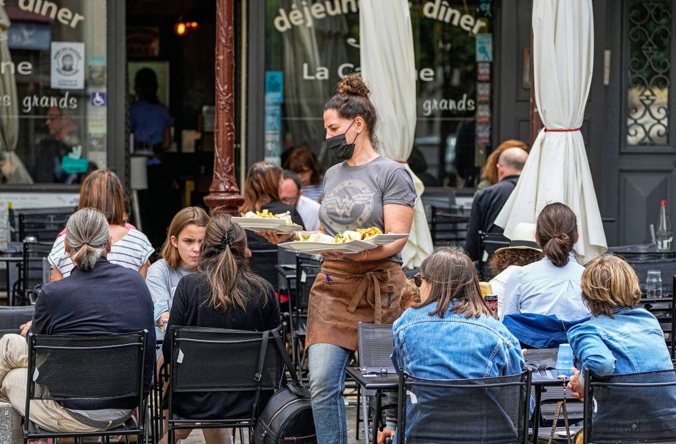 Från och med den 1 augusti blir det obligatoriskt i Frankrike att visa covidpass för att besöka bland annat kaféer, barer och biografer.