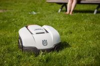 En robotgräsklippare från Husqvarna. Arkivbild.
