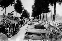 Belgien – Frankrike, soldater och lastade vagnar på vägen mot Aisne i augusti 1914.