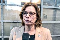 Miljö- och klimatminister Isabella Lövin (MP) på väg in till ministermötet i Bryssel.