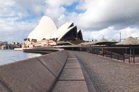 Folktomt utanför operahuset i Sydney under fjolårets nedstängning. Nu får invånarna inte lämna staden.