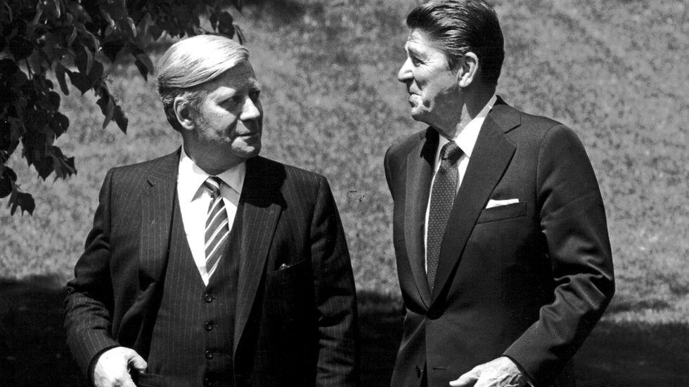 Ronald Reagan och Helmut Schmidt i Washington DC den 21 maj 1981.