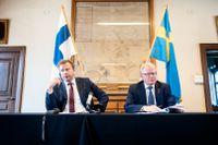 Försvarsministrarna Antti Kaikkonen och Peter Hultqvist