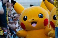 Pokémonfiguren Pikachu på en parad i Tokyo.