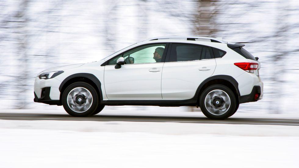 """Subaru XV har fin framkomlighet i vinterväglag, men den är inte imponerande spårstabil eller """"greppig"""" på ishala vägbanor."""