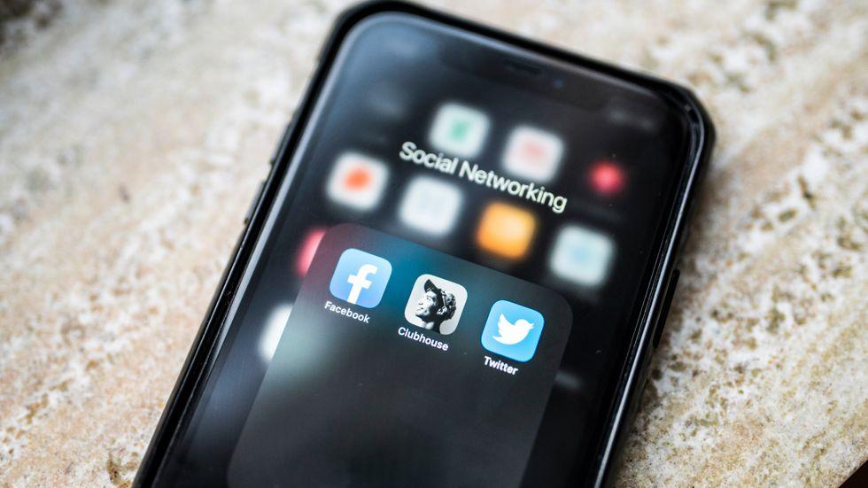 Appen Clubhouse får nu konkurrens av jättarna Twitter och Facebook.