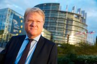 Lars Adaktusson utanför EU-parlamentet.