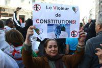 I helgen fortsatte de utbredda demonstrationerna mot president Abdelaziz Bouteflika och den algeriska regimen.