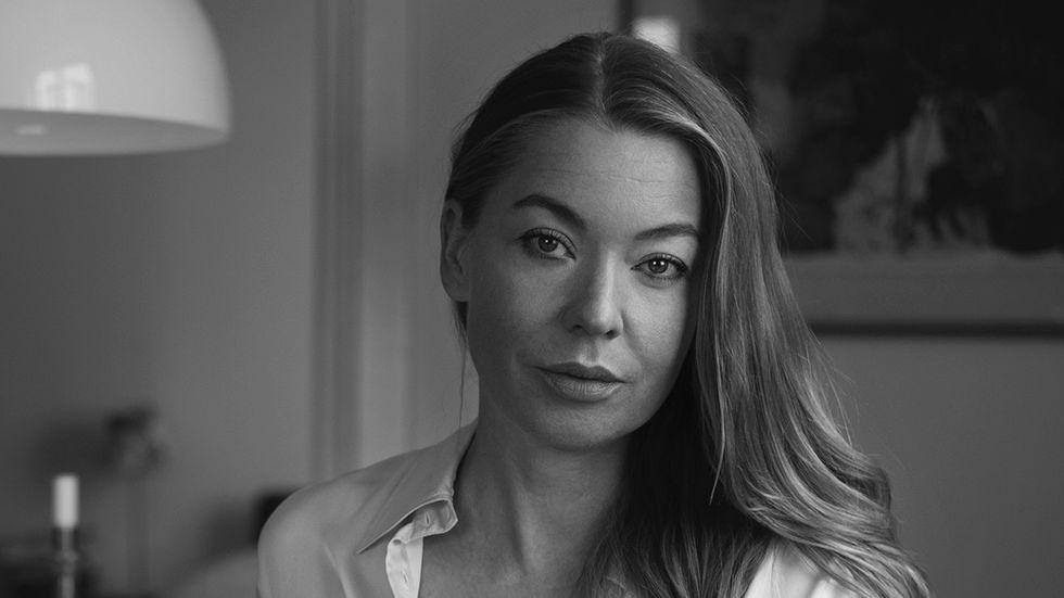 """Karolina Ramqvist (född 1976) bland annat givit ut """"Den vita staden"""" (2015) och """"Flickvännen"""" (2009)."""