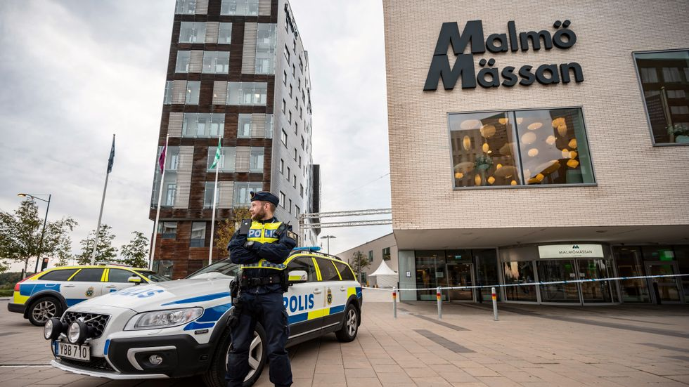 Police officers guard the Malmömässan exhibition hall on Sunday in preparation for the Malmö International Forum on Holocaust Remembrance and Combating Antisemitism, October 13–14.