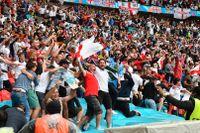 Många supportrar på plats på Wembley i åttondelsfinalen mellan England och Tyskland.