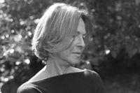 """Louise Glück, född 1943, debuterade med """"Firstborn"""" 1968. """"Meadowlands"""" är hennes sjunde diktsamling och gavs ut 1996."""