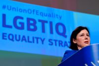 EU:s värderings- och öppenhetskommissionär Vera Jourová vid presentationen av en ny hbtq-strategi.