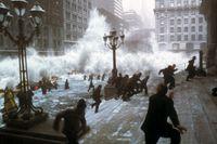 """Snabba klimatförändringar får en tsunami att välla in över Manhattan i """"The day after tomorrow"""" (2004)."""