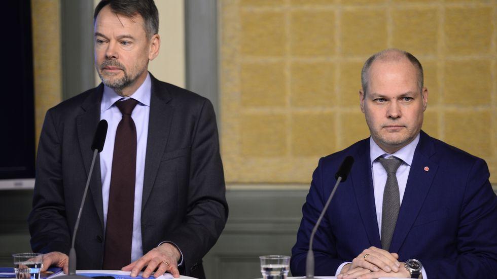 Riksåklagare Anders Perklev presenterar betänkandet tillsammans med justitieminister Morgan Johansson (S).