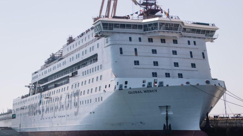 Världens största civila sjukhusfartyg, Global Mercy, kan lämna varvet i Kina och börja segla mot Europa.