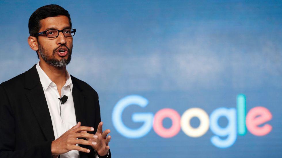 Google, med chefen Sundar Pichai, planerar att betala en miljard dollar på tre år för användningen av medieföretags nyheter. Arkivbild