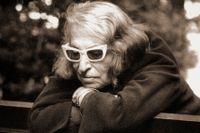 """Silvina Ocampo föddes 1903 i Buenos Aires och debuterade med novellsamlingen """"Viaje olvidado"""" (Bortglömd resa), vilken följdes av tre uppskattade diktsamlingar."""