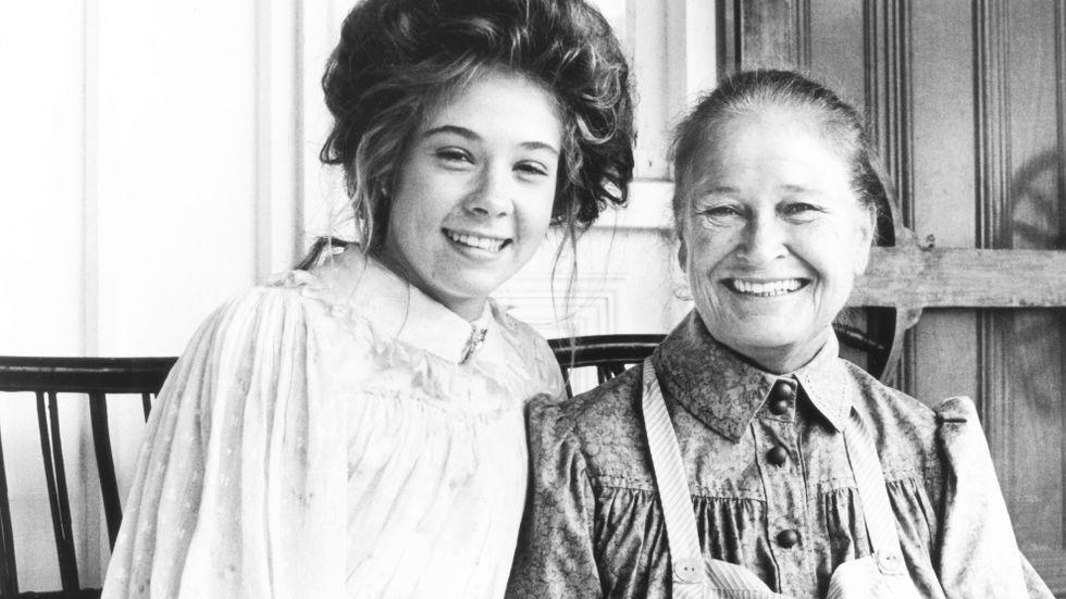Megan Follows och Colleen Dewhurst i en av filmatiseringarna av Anne på Grönkulla, från 1987.