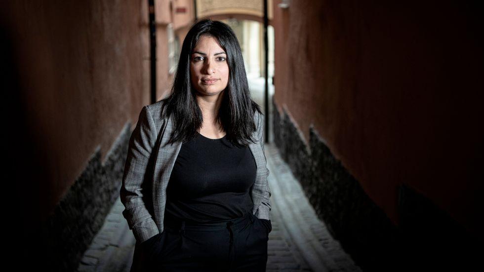 Nooshi Dadgostar blir i dag lördag vald som partiledare för Vänsterpartiet efter Jonas Sjöstedt.