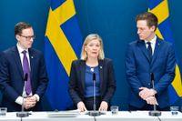 Finansminister Magdalena Andersson (S) flankeras av Mats Persson (L) (till vänster) och Emil Källström (C). Arkivbild.