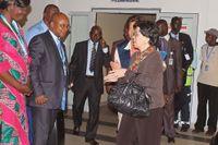 WHO-chefen Margaret Chan anländer till Conakry, Guinea för att prata om smittspridningen av ebola.