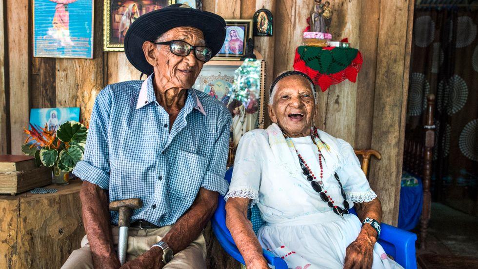Maria Francisca Castillo Carrillo, som kallas Panchita, tillsammans med äldste sonen Pablo.