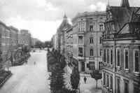 Kriget har nått Schweidnitz – staden där Kunigunde von Richthofen bor – i form av dödsbud om stupade soldater.