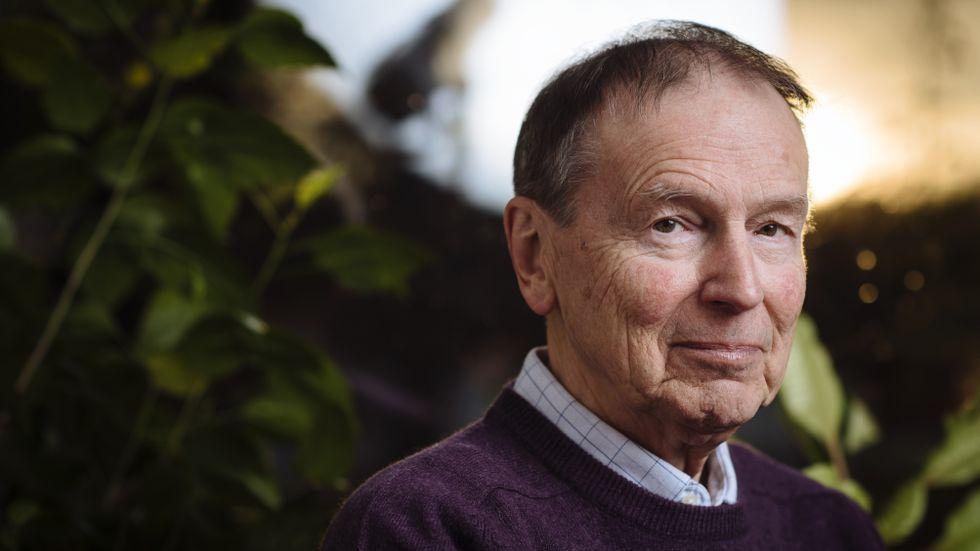 Poeten och översättaren Göran Sonnevi (född 1939) debuterade med diktsamlingen Outfört 1961. Han har bland annat tilldelats SvD:s litteraturpris, De Nios pris och Nordiska Rådets litteraturpris.