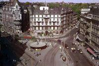 """Stureplan på 1940-talet –med """"ursprungssvampen"""". Den som revs 1988. Året efter byggdes Svampen som står där i dag."""