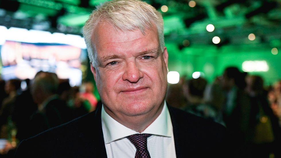 Partisekreterare Michael Arthursson presenterade partiets stämmohandlingar.