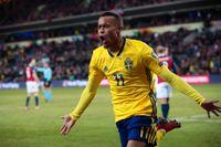Robin Quaison jublar efter målet mot Norge i EM-kvalet.