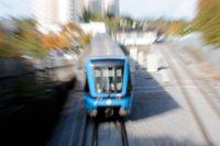 I dagarna kom de första rapporterna om förseningar i tunnelbanetrafiken till följd av lövhalka. Ett problem som såväl MTR och Trafikverket jobbar hårt med att motverka.