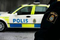 Polisen spärrade av ett område runt platsen där en granat, som befarades vara skarp, hittats i Göteborg. Arkivbild.