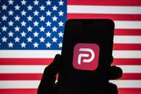 Det sociala nätverket Parler har rusat upp som nummer ett på App Store.