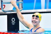 Sophie Hansson började medaljjakten på 100 meter bröstsim med att slå svenskt rekord.