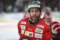 Frölundas Joel Lundqvist hinner träffar brorsan Henrik och laddar sedan för att ta karriärens fjärde SM-guld.
