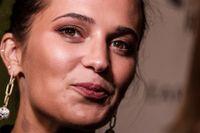 """Alicia Vikander på premiären av """"Earthquake bird""""."""