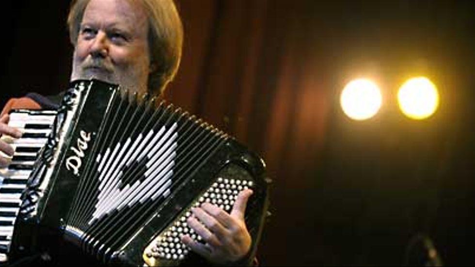 Benny Anderssons orkester spelar på Globen 2007.