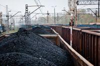Utsläppen som måste sänkas för att klara de tuffa kraven kommer bland annat från kolgruvor.