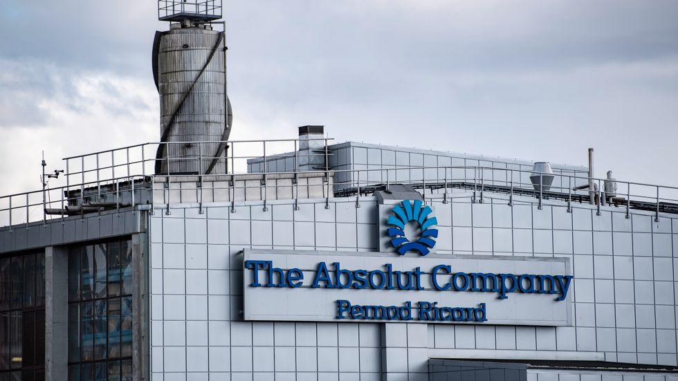 Etanol till hand- och ytdesinfektionsmedel som Perstorp ska börja leverera i påsk hämtas från The Absolut Companys anläggning i Nöbbelöv utanför Kristianstad.