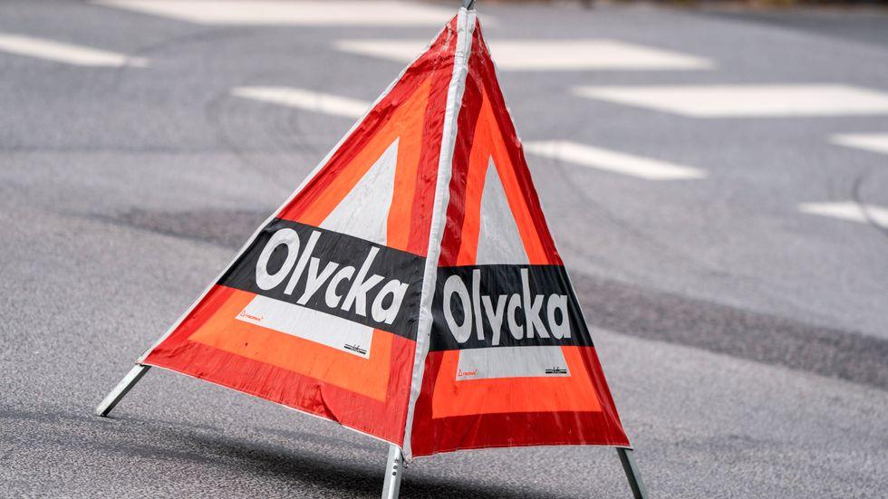En man som blev påkörd av en lastbil i Ljusnarsberg norr om Örebro har avlidit av sina skador. Arkivbild.
