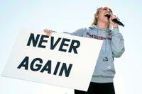Miley Cyrus budskap var tydligt då hon uppträdde under demonstrationen för skärpta vapenlagar.