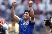 Maradona hyllas efter kvartsfinalen mot England i fotbolls-VM 1986 i Mexiko.