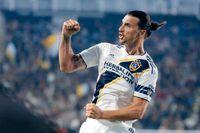 Zlatan Ibrahimovic firar ett av sina 52 mål i LA Galaxy-tröjan.