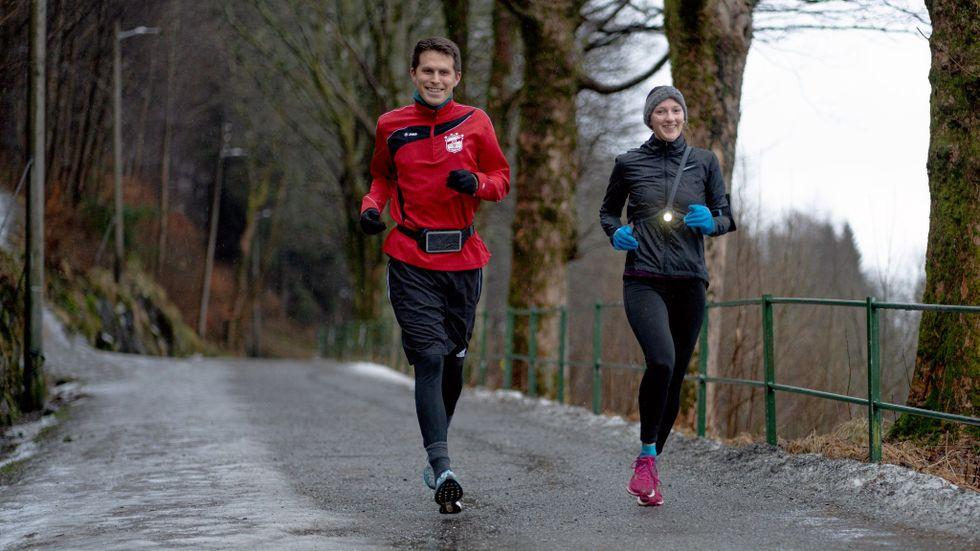 Niklas Richter och Lea Schomacher är ofta ute och springer, gärna 10–12 kilometer.